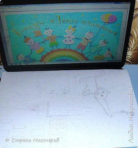 Я решила нарисовать героиню книги Мэри Поппинс, так как она меня поразила. Она может многое, что другим и не снилось: летать на зонтике, появляться неожиданно и так же исчезать, воспитывать детей строго и непринуждённо. Эта книга захватила меня в самом начале прочтения, несмотря на то, что читать я не очень люблю. Книга написана английской писательницей Памелой Трэверс , символ Англии-это красная роза, её я изобразила на зонтике. фото 2