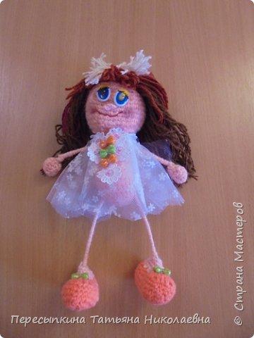 Меня зовут Настя, а мою подругу Аня. Мы уже не первый год учимся вязать. Вот и решили поучаствовать в конкурсе. Решили так, я вяжу куклу, а Аня игрушку для неё. А почему Мишку? Да потому, что это любимая игрушка всех детей планеты. фото 5