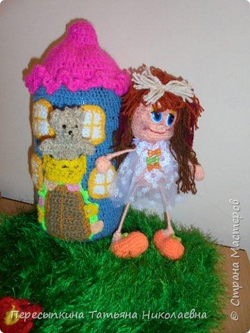 Меня зовут Настя, а мою подругу Аня. Мы уже не первый год учимся вязать. Вот и решили поучаствовать в конкурсе. Решили так, я вяжу куклу, а Аня игрушку для неё. А почему Мишку? Да потому, что это любимая игрушка всех детей планеты. фото 12