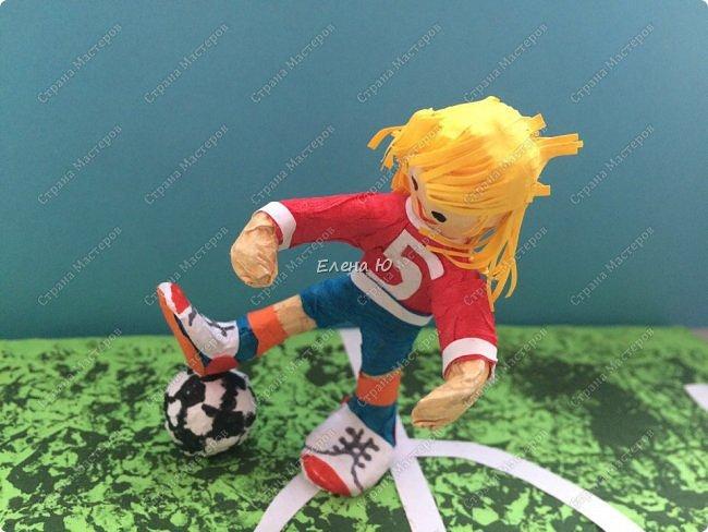 Как только мы узнали про новый конкурс в Стране Мастеров, Денис тут же заявил, что он будет делать футбольное поле с футболистом.  фото 2