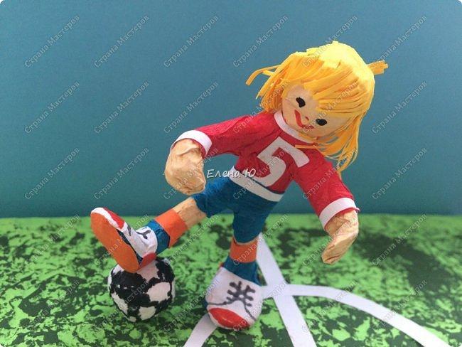 Как только мы узнали про новый конкурс в Стране Мастеров, Денис тут же заявил, что он будет делать футбольное поле с футболистом.  фото 1