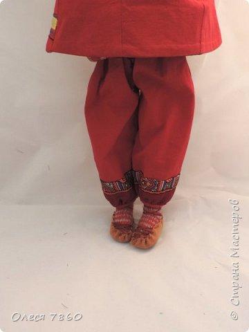 Добрый день. Я сейчас живу в Армении. Интересной и древней стране. И мне захотелось сделать пару кукле в русском костюме. Перед вами кукла в народном армянском костюме района озера Ван фото 7