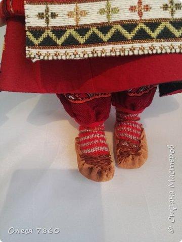 Добрый день. Я сейчас живу в Армении. Интересной и древней стране. И мне захотелось сделать пару кукле в русском костюме. Перед вами кукла в народном армянском костюме района озера Ван фото 15