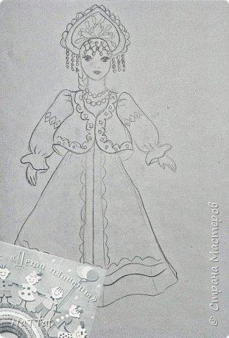 Здравствуйте все! Мне очень нравится образ русской девушки. В ее образе меня привлекает множество декоративных элементов: бусы, украшенный камнями кокошник, позолота на сарафане и т.д.. Все это органично смотрится с простой белой рубахой, украшенной витиеватыми узорами и красным сарафаном. фото 2