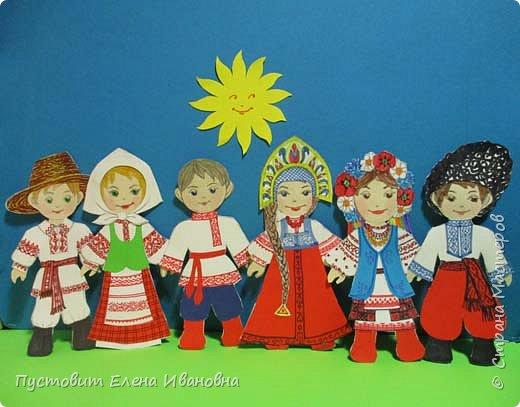 Представляю  бумажных куколок , которых я сделала как дань своему далёкому детству. Давно это было, но память хранит неописуемый восторг трёхлетней девочки, которой мама своими руками сделала подобных куколок. Тогда мы жили в СССР, в дружной  семье братских народов... фото 1