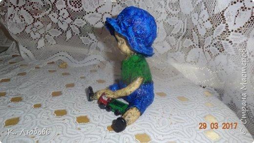 Такую фигурку решила сделать для конкурса вспоминая своего сына маленьким карапузом. Как и у большинства мальчишек любимая игрушка у него была машина. фото 11