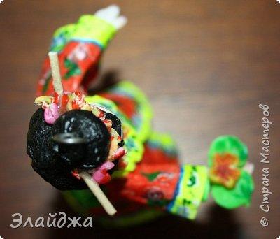 """Дорогие жители Страны Мастеров! Представляю новую свою работу в рамках конкурса. Елочная игрушка """" Kumiko""""  - в переводе с Японского  Вечно прекрасная. В Японии настоящие японки носили  кимоно. Превратиться в майко (так называют девушек, которые проходят обучение профессии гейши) совсем непросто. И это я говорю не про процесс обучения, который занимает несколько лет . Но даже простой макияж (который, на самом деле, совсем непростой, а требует феноменального владения искусством грима) и одевание занимают около двух часов.В отличие от гейши, майко выбеливают свои лица, поэтому макияж делается до того, как надевается кимоно – чтобы не запачкать последнее.  . фото 11"""