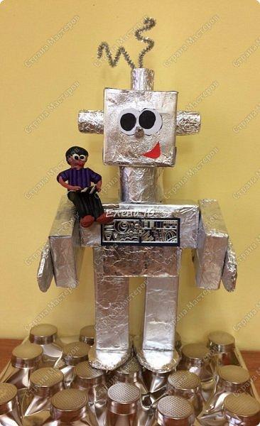 Ксюша считает, что в будущем у каждого ребенка будет свой большой и добрый робот -помощник.  фото 1