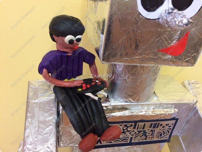 Ксюша считает, что в будущем у каждого ребенка будет свой большой и добрый робот -помощник.  фото 2
