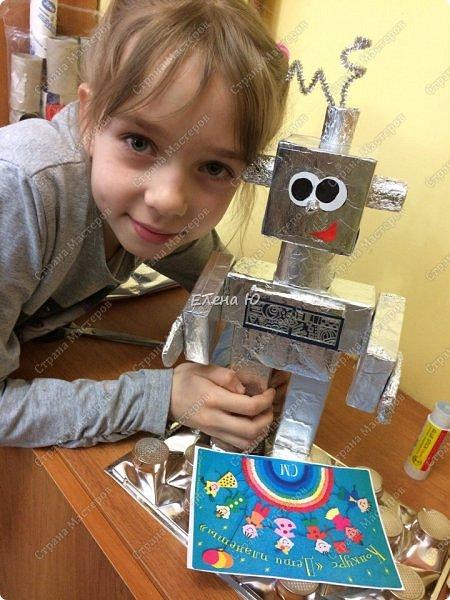 Ксюша считает, что в будущем у каждого ребенка будет свой большой и добрый робот -помощник.  фото 7