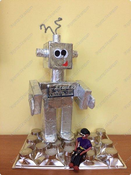 Ксюша считает, что в будущем у каждого ребенка будет свой большой и добрый робот -помощник.  фото 9