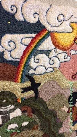 Гобелен назван мной Гармонией, так как изображена любовь матери к ребенку, которая символизирует Мать природу любящую нас-своих детей; прекрасный мир, который нас окружает. Обилием деталей в картине, хотелось показать все разнообразие и красоту природы, чтобы заставить нас задуматься о сохранении нашего зеленого богатства для наших детей. Работа размером 65 на 65см . Выполнено нитками мулине и ковровой иглой Гамма.  фото 5