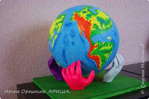 """""""Наша планета в руках наших детей"""" - так звучит название работы. Она передает, то что состояние нашей планеты зависит от наших детей. Как мы научим детей беречь нашу планету, поддерживать чистоту, гуманно относится к флоре и фауне, охранять ее ресурсы и рационально их использовать, это даст возможность сохранить нашу планету как можно дольше. фото 7"""