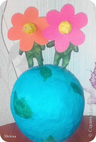 """У меня есть младший брат. Моя мама называет нас с братом «цветы жизни». Прочитав названия номинаций, я выбрала  - Зеленая планета """"Дети цветы жизни"""".  фото 1"""