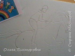 Когда я была маленькой, у меня было очень много игрушечных лошадок. Я рисовала лошадей, читала про них книги, и вообще мне очень сильно нравились эти животные. Летом 2016 года сбылась моя мечта: родители разрешили мне заниматься верховой ездой. В нашей конно-спортивной школе 15 лошадей. У каждой лошади имеется свой денник, где стоит кормушка, емкость для воды. Мой тренер меня многому научила, я уже умею держаться в седле, управлять лошадью. Зовут мою лошадку Дуся, я ее очень люблю и приношу ей лакомства: морковку, яблоки. Сейчас мы с Дусей активно готовимся к нашим первым соревнованиям. Момент нашей тренировки я нарисовала. фото 3