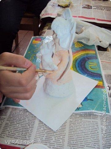 Здравствуйте!    На конкурс я решила слепить ангела - девочку с Мишкой по дивеевским мотивам.    Ангел – это духовное, бесплотное существо, обладающее необычными возможностями. Традиционно ангел изображается как существо с крыльями за спиной. В своей фигуре я хотела объяснить, что у каждого ребенка есть свой ангел - хранитель. фото 10