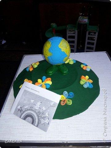 Планета Земля — родимый наш дом. Но много ли, дети, мы знаем о нем? Загадки ее постоянно решаем. Но форму Земли до конца мы не знаем.  Такие строки красивые написала Парамонова Ж. фото 9