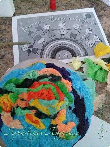 """Настенное панно"""" Наше будущее""""              Разноцветная планета На свете живут разноцветные дети, Живут на одной разноцветной планете, И эта планета на все времена У всех разноцветных всего лишь одна!  Давайте, ребята, назло непогодам Обнимем планету своим хороводом! Развеем над нею и тучи и дым, В обиду её никому не дадим! (стихи Владимир Орлова ) фото 5"""