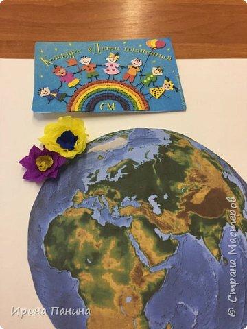 """2017 год объявлен годом экологии. Мы хотим жить на цветущей планете, дышать чистым воздухом, пить чистую воду. Вот мы и  решили сделать плакат """"Мы за цветущую планету!"""".  фото 2"""