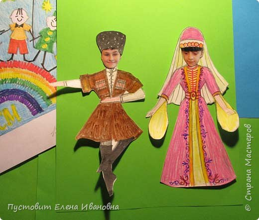 """Представляю вам коллективную работу, сделанную """"всем миром"""". В авторы попали наиболее активные кружковцы.Россия всегда была очень многонациональным государством и сейчас является одним из самых многонациональных в мире. А самым многонациональным регионом нашей страны  является Кавказ - здесь проживают около 60-ти национальностей. В нашей школе учатся дети очень многих национальностей. Все очень дружны.Для своей конкурсной работы мы решили взять номинацию, в которой можно показать известный не только на  Кавказе  зажигательный танец лезгинку. Это старинный сольный мужской и парный танец. Танец наиболее зрелищен, когда исполняется в национальных костюмах и в сопровождении музыкального ансамбля. Мы выбрали парный танец.Ансамбль мы не стали изображать, оставили его за кадром ))) В парном танце используется два образа. Мужчина двигается в образе """"орла"""", чередует медленный и стремительный темп. Самыми трудноисполняемыми и эффектными движениями являются танцевальные движения мужчины, когда он на носках раскидывает руки в разные стороны. Женщина двигается в образе """"лебедя"""", завораживая грациозной осанкой и плавными движениями рук.  фото 10"""