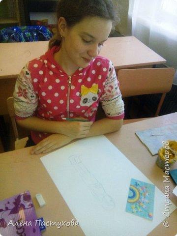 Таня любит рисовать, кропотливая и старательная. Участвует во всех конкурсах, которые нам предлагают. Из семи номинаций сразу остановилась на теме о животных, потому что очень любит собак.  фото 2