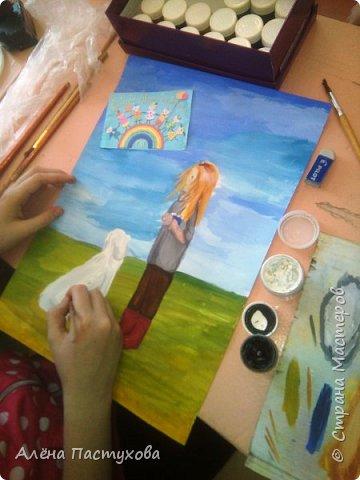 Таня любит рисовать, кропотливая и старательная. Участвует во всех конкурсах, которые нам предлагают. Из семи номинаций сразу остановилась на теме о животных, потому что очень любит собак.  фото 7