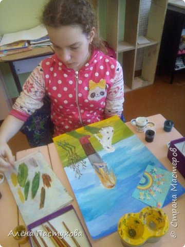 Таня любит рисовать, кропотливая и старательная. Участвует во всех конкурсах, которые нам предлагают. Из семи номинаций сразу остановилась на теме о животных, потому что очень любит собак.  фото 9