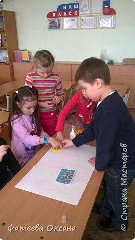 """Здравствуйте, уважаемые жители Страны Мастеров! Представляю Вам работу, выполненную моими учениками. Мы - первоклассники. Несмотря на это, стараемся быть активными участниками образовательного и творческого процесса. Так, в рамках мероприятий, посвященных Году Экологии в России, мы приняли участие во Всероссийском Заповедном уроке, региональном Заповедном уроке. Создаем классный проект на экологическую тему. Поэтому ребята решили выполнить работу именно в номинации """"Зеленая планета"""".  Работа представляет собой мозаичную аппликацию, выполненную шариками из гофрированной бумаги.  фото 9"""