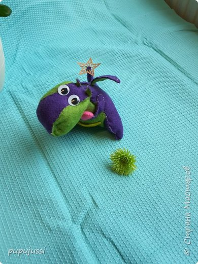 Вот такой дракоша Родился! В Финляндии будущего ребёнка называют вечерней звёздочкой.Поэтому у дракоши на хвостике  берестяная звездочка,как образ ребёнка.  Я думаю,что игрушки будущего должны быть мягкими ,тёплыми и сделаны руками мамы. фото 11