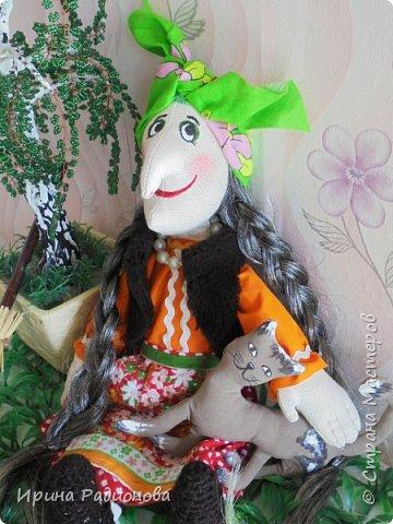 Здравствуйте! Меня зовут Женя. На этот конкурс я решила сделать свою самую любимую героиню русских сказок Бабу -Ягу. Но мне захотелось показать ее не злой и хитрой старухой, а очень милом бабусей. Ведь и она когда то была молодой и вполне симпатичной женщиной.     фото 11