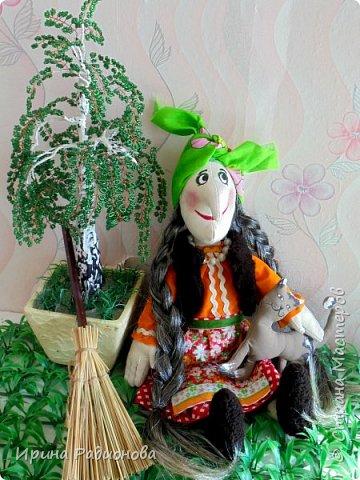Здравствуйте! Меня зовут Женя. На этот конкурс я решила сделать свою самую любимую героиню русских сказок Бабу -Ягу. Но мне захотелось показать ее не злой и хитрой старухой, а очень милом бабусей. Ведь и она когда то была молодой и вполне симпатичной женщиной.     фото 1