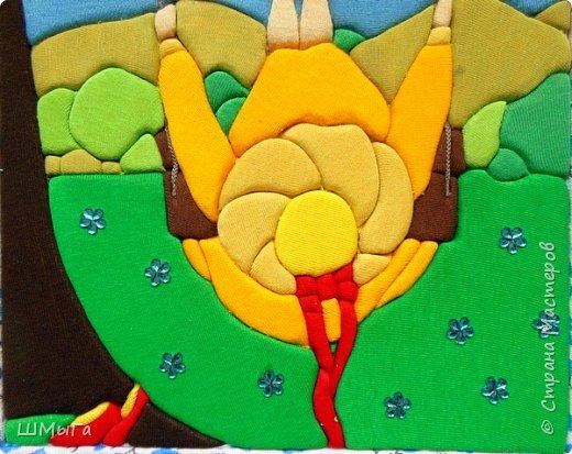 Люблю качели! А кто не любит летать? Ветер в лицо - и не в лицо! В лицо – не в лицо! Волосы развеваются, лезут в глаза, щекочут.  Ноги то вытягиваются вперёд, то подгибаются под скамеечку. Раскачивают! И спина помогает им, отклоняется, назад – вперёд. Выше! Ещё выше!  фото 11