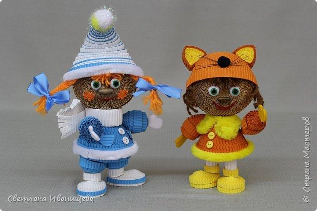 """Стихотворение  """"Снеговик""""  В. Степанова  послужило источником вдохновения для создания  нашей композиции.  Раз - рука, два - рука -  Лепим мы снеговика! Три - четыре, три - четыре, Нарисуем рот по шире! Пять - найдем морковь для носа, Угольки найдем для глаз. Шесть - наденем шляпу косо. Пусть смеется он у нас. Семь и восемь, семь и восемь, Мы сплясать его попросим. Девять - десять - снеговик Через голову - кувырк!!! Ну и цирк!  фото 10"""