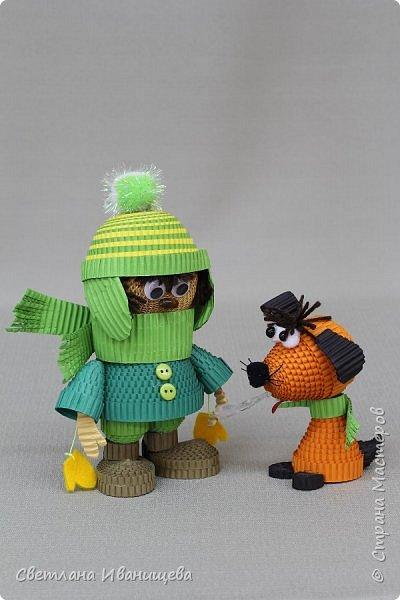 """Стихотворение  """"Снеговик""""  В. Степанова  послужило источником вдохновения для создания  нашей композиции.  Раз - рука, два - рука -  Лепим мы снеговика! Три - четыре, три - четыре, Нарисуем рот по шире! Пять - найдем морковь для носа, Угольки найдем для глаз. Шесть - наденем шляпу косо. Пусть смеется он у нас. Семь и восемь, семь и восемь, Мы сплясать его попросим. Девять - десять - снеговик Через голову - кувырк!!! Ну и цирк!  фото 15"""