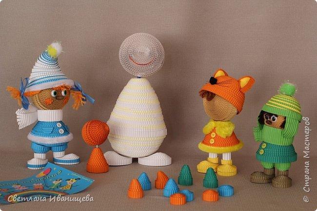 """Стихотворение  """"Снеговик""""  В. Степанова  послужило источником вдохновения для создания  нашей композиции.  Раз - рука, два - рука -  Лепим мы снеговика! Три - четыре, три - четыре, Нарисуем рот по шире! Пять - найдем морковь для носа, Угольки найдем для глаз. Шесть - наденем шляпу косо. Пусть смеется он у нас. Семь и восемь, семь и восемь, Мы сплясать его попросим. Девять - десять - снеговик Через голову - кувырк!!! Ну и цирк!  фото 5"""
