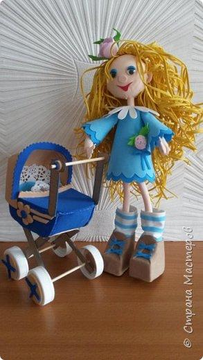 """Узнали про конкурс и решили рискнуть. Работаем с фоамираном только  первый год. Делали  сувениры для интерьера с разными цветами, украшения для волос и броши. Этот конкурс вернул нас в детство...Сколько вспомнили историй про любимые игрушки и своих друзей ...Кажется,что только вчера бабушка подарила долгожданную куклу Катеринку. Волосы у неё можно было расчёсывать, заплетать или делать  другие причёски. А мама из командировки привезла колясочку. Это мои любимые игрушки детства.      Признаёмся,что страшновато было начинать....Шаг за шагом...методом проб и ошибок получали первый опыт в создании кукол. Благодаря конкурсу в """"Академии творчества"""" появилась первая куколка Катеринка. фото 1"""