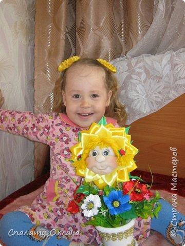 Добрый день! Очень нам с дочкой нравятся подсолнухи, но решили сделать не просто цветок, а с детским личиком. Подсолнухи… Как маленький ребёнок В простых явлениях видит чудо сказки… И радостно, что поутру, спросонок Всем улыбаются распахнутые глазки… фото 10