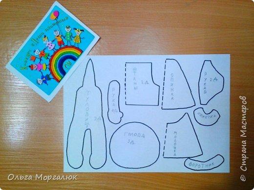 Ксюша занимается в объединении «Воображулька» первый год. Учится в 4 классе.  Любимая игрушка Ксюши - медвежонок. И мама, и бабушка в детстве играли плюшевыми мишками. Технология изготовления мягких игрушек меняется. Когда - то такие игрушки шили из плюша и набивали опилками, а сейчас их изготовляют из искусственного меха и набивают синтепоном. С раннего детства все помнят стихи Агнии Барто.  Уронили мишку на пол, Оторвали мишке лапу. Всё равно его не брошу - Потому что он хороший.          фото 2
