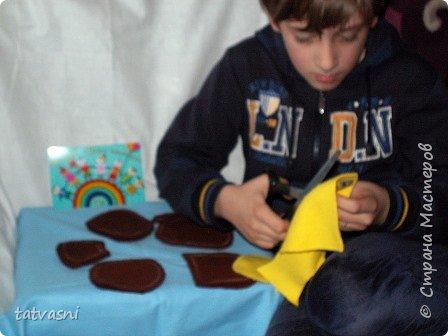 На конкурс Саша представляет любимого Чебурашку. Это настоящие муки творчества. Сшить игрушку , похожую на героя мультика, оказалось трудно. фото 5
