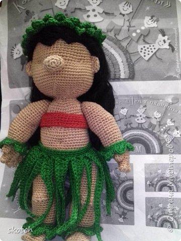 """Добрый день! Представляю ещё одну свою конкурсную работу: Лило - девочка с гавайского острова Кауаи. Мультфильм """"Лило и Стич"""" один из моих любимых. Стич у меня связан был давно, а вот Лило не было. Хотелось связать максимально похожей на озорную девочку из мультика и не по готовому описанию из интернета, а попробовать самой. Как всегда, воплощению задумки, поспособствовал очередной конкурс)) фото 8"""