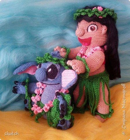 """Добрый день! Представляю ещё одну свою конкурсную работу: Лило - девочка с гавайского острова Кауаи. Мультфильм """"Лило и Стич"""" один из моих любимых. Стич у меня связан был давно, а вот Лило не было. Хотелось связать максимально похожей на озорную девочку из мультика и не по готовому описанию из интернета, а попробовать самой. Как всегда, воплощению задумки, поспособствовал очередной конкурс)) фото 2"""