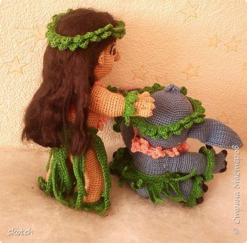 """Добрый день! Представляю ещё одну свою конкурсную работу: Лило - девочка с гавайского острова Кауаи. Мультфильм """"Лило и Стич"""" один из моих любимых. Стич у меня связан был давно, а вот Лило не было. Хотелось связать максимально похожей на озорную девочку из мультика и не по готовому описанию из интернета, а попробовать самой. Как всегда, воплощению задумки, поспособствовал очередной конкурс)) фото 12"""