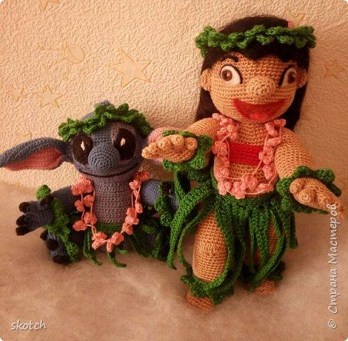 """Добрый день! Представляю ещё одну свою конкурсную работу: Лило - девочка с гавайского острова Кауаи. Мультфильм """"Лило и Стич"""" один из моих любимых. Стич у меня связан был давно, а вот Лило не было. Хотелось связать максимально похожей на озорную девочку из мультика и не по готовому описанию из интернета, а попробовать самой. Как всегда, воплощению задумки, поспособствовал очередной конкурс)) фото 11"""