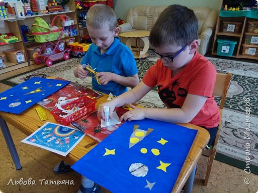 Космос - это загадочный мир звезд, планет, астероидов и других объектов. Каждый мальчишка мечтает полететь в космос. Вот и наших мальчишек привлекает сияние звезд. Они очень мечтают полететь в космос. И думают, что в будущем не только взрослые, но и дети будут путешествовать по космическим просторам.  фото 3