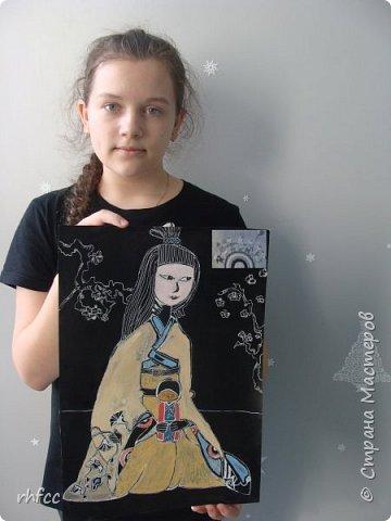 Девочка в японской одежде с Дарума фото 5