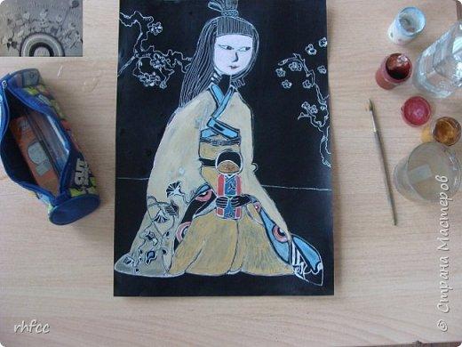 Девочка в японской одежде с Дарума фото 4