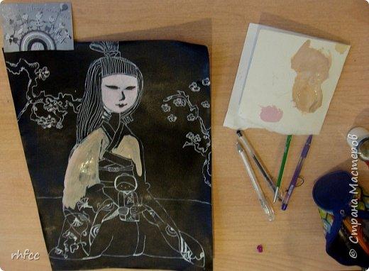 Девочка в японской одежде с Дарума фото 3