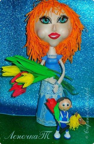 Посмотрите на меня,  Я уже не маленький! Я для мамочки своей Принёс цветочек аленький. Чтоб весна в душе цвела, Прочь ушли морозы, Чтоб в улыбке расцвела, Чтоб не видеть слёзы. Чтобы мамины глаза Нежность излучали, Чтоб не знали никогда Горя и печали.  Я цветочки рвать не стал,  Поразмыслив малость,  Свой цветок я сам создал, Мамочке на радость! Я уже совсем большой  Я помощник мамы, Для неё на все готов, Для любимой самой!  (автор Тихая Е.В.(ник.ЛеночкаТ)   фото 1
