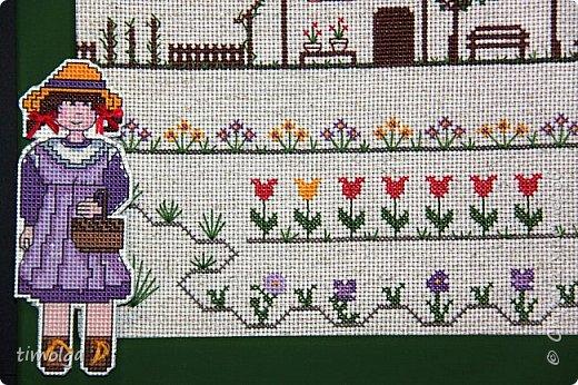 """Добрый день, жители Страны Мастеров! Представляю вам свою конкурсную работу - вышивку """"Маленькая хозяйка большого сада"""". В центре внимания девочка, ухаживающая за своим садиком. Каждый день она заботится о цветах и деревьях, следит за их питанием и здоровьем. И  сад отвечает девочке взаимностью: прекрасными ароматными цветами и сочными плодами! Пусть будет больше таких ухоженных садиков, это только украсит нашу землю. фото 7"""