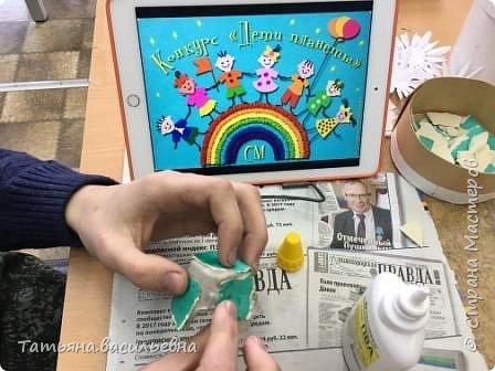 """Здравствуйте! Я работаю в школе для детей с ограниченными возможностями здоровья. Узнав о конкурсе, мы с ребятами сразу же решили воплотить свои умения в работе """"Три поросенка"""",  поросят мы сделали в технике папье-маше, чтобы это были не просто поросята, а копилки для """"сбережений на собственный домик"""". фото 13"""